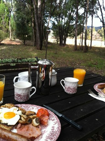 Ilkley Cottages: Breakfast with a view