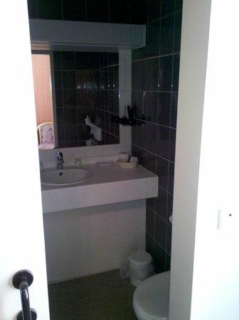 Colombus Hotel: Bad Einzelzimmer