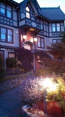 Abigail's Hotel: Exterior