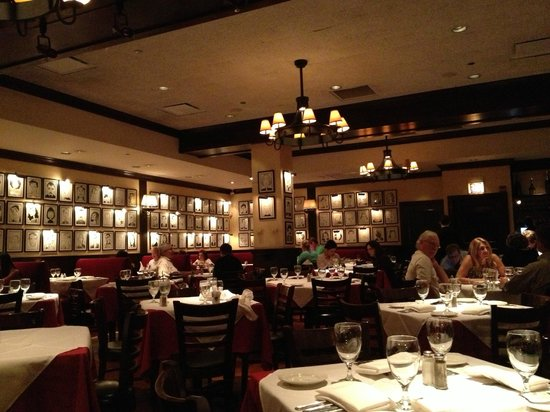 Belle salle manger picture of petterino 39 s chicago for Belle table salle a manger