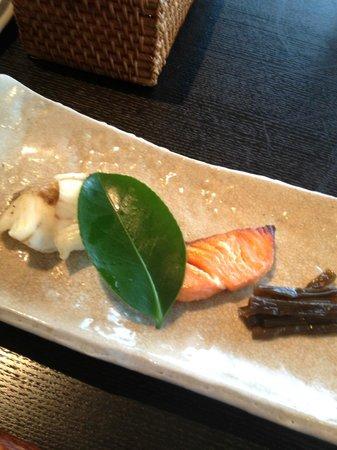 Atami Kaihoro: 朝食 和朝食の焼き魚