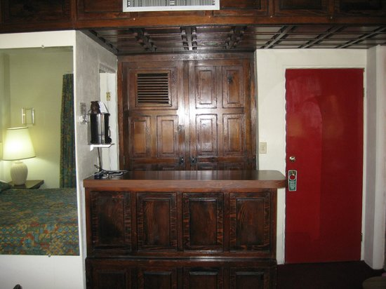 San Nicolas Hotel and Casino: wet bar and closet red front door