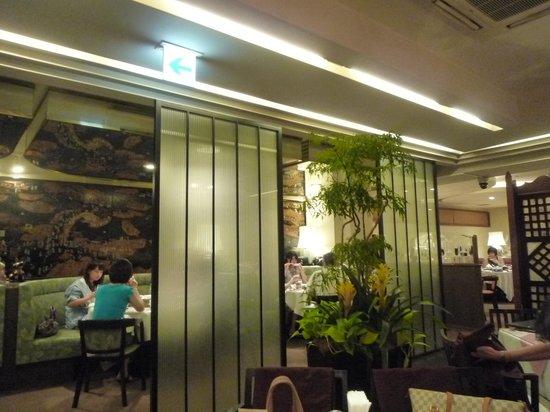 Saiko Shinkan: 菜香新館二階店内。落ち着いて雰囲気がいい。しかも清潔。