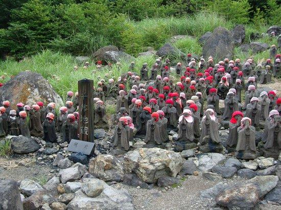 Sesshoseki-Tenbodai Boardwalk: 殺生石付近の地蔵群