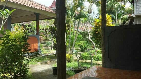 Puri Manik Sari Hotel: garden view from the budget rooms