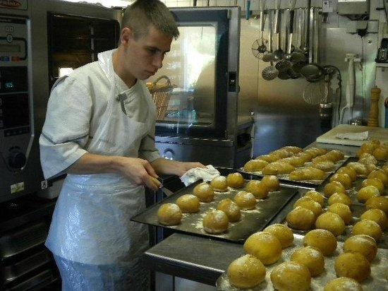 Auberge fleurie: Réalisation du pain à l'auberge