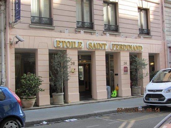 Hotel Saint-Ferdinand by HappyCulture: Neat  front  of  the  Etoile Saint  Ferdinand