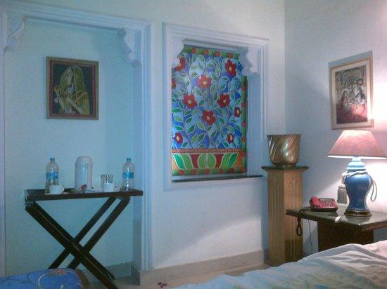 Sugan Niwas Palace: Bedside area