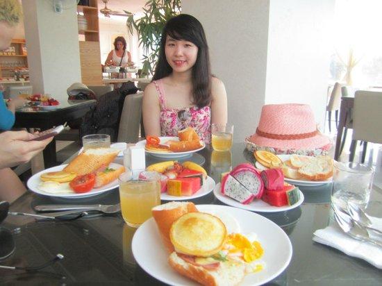 Nam Hai Hotel: breakfast