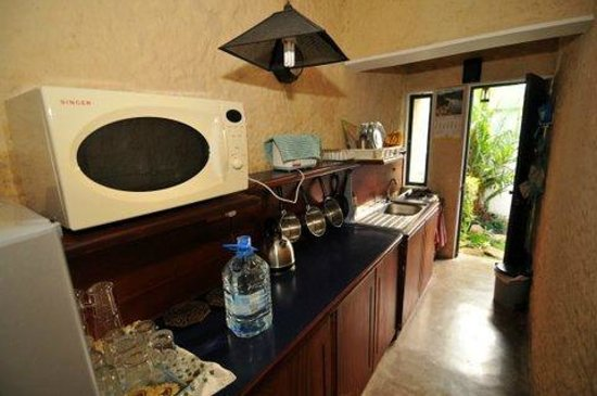 Bangalawa: another view of the kitchenette