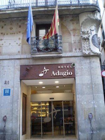 Hotel Adagio : 正面入り口
