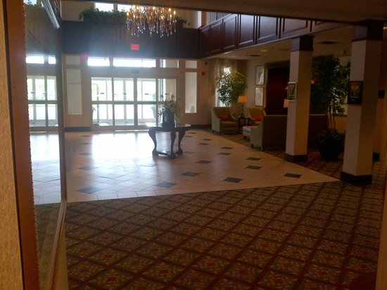‪‪Comfort Inn & Suites Near Burke Mountain‬: Main Entrance Lobby‬