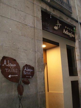 Hotel Adagio : 入り口(フロント側)