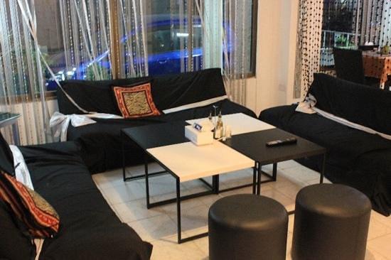 Zebra: lounge zone