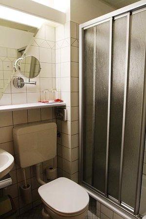 Hotel Kolping: Bathroom