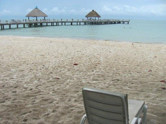 Independence Hotel, Resort & Spa: собственно пляж