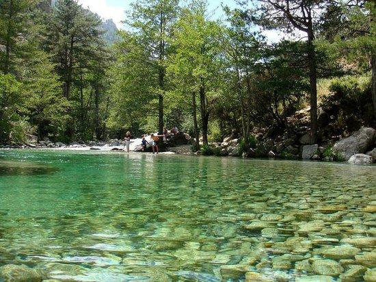Hotel Dominique Colonna : piscines dans la rivière