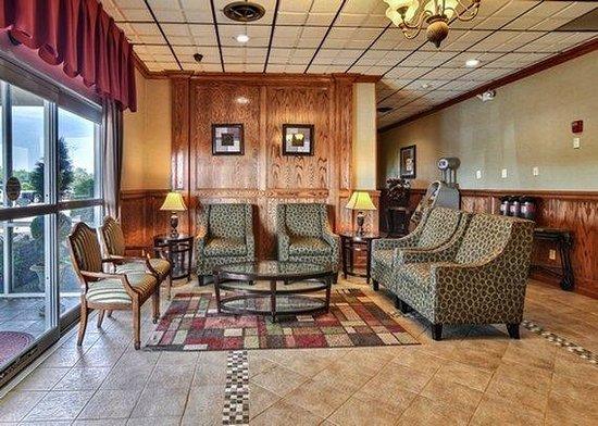 Comfort Inn Triadelphia: lobby