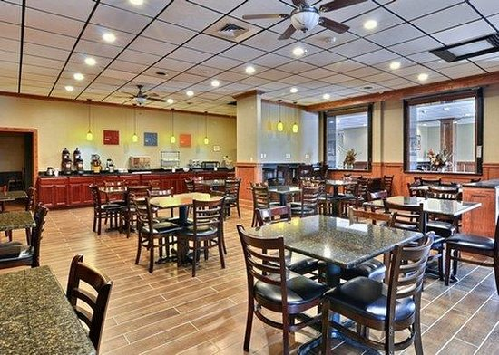 Comfort Inn Triadelphia: Breakfast Area