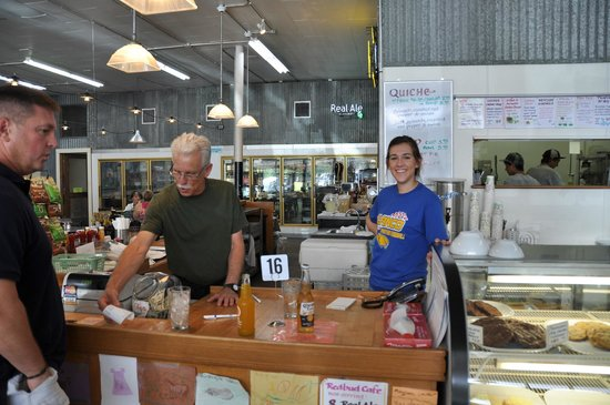 Redbud Cafe : Friendly smiling and helpful staff