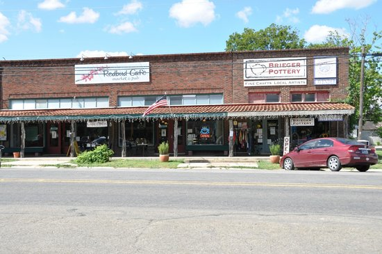 Redbud Cafe : Cafe front - from the town square