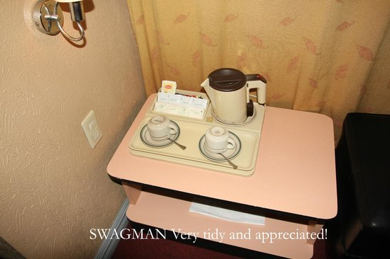 Swagman RPL Hotel Manila: Spoons under cups, this is the new Swagman, try it
