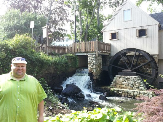 Plimoth Grist Mill: Grist Mill Water Wheel