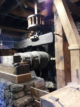Plimoth Grist Mill: Grist Mill Cogs & Gears