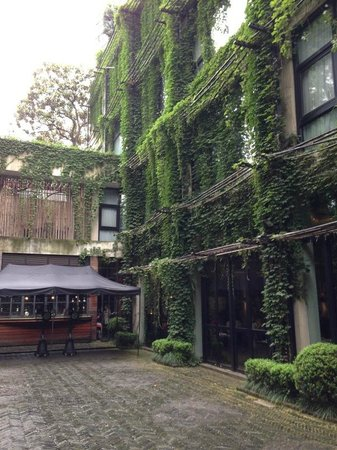 URBN Boutique Shanghai: courtyard
