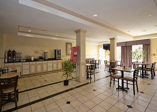Comfort Suites Springdale: breakfast area