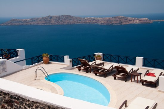Ilioperato Traditional Apartments: The pool and the view.