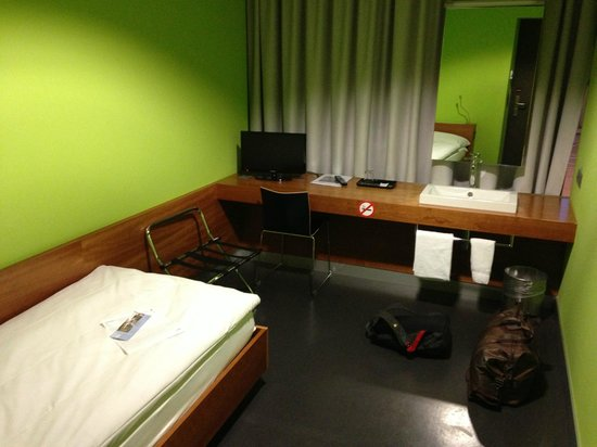 Zurich Airport Transit Accommodation: the room