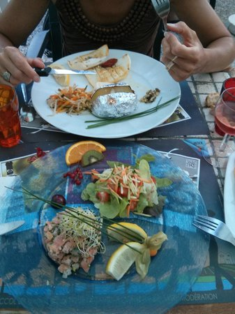 La Courtine: tartare de saumon et seiche à l'ail