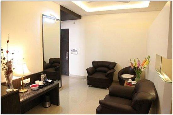 Hotel Poonam Plaza : Suite Room