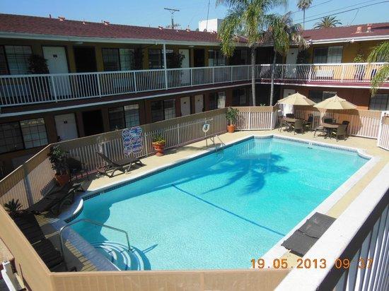 Saharan Motor Hotel: La piscine