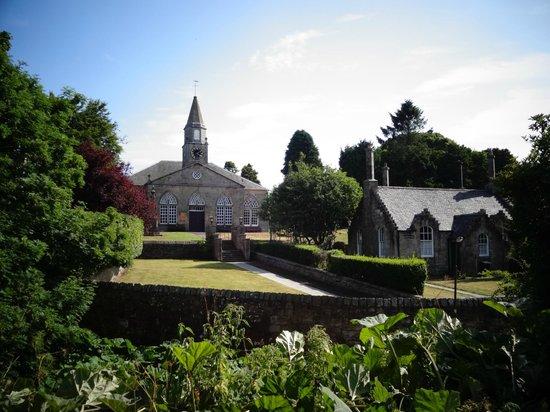 Water of Leith Walkway: church near Balerno