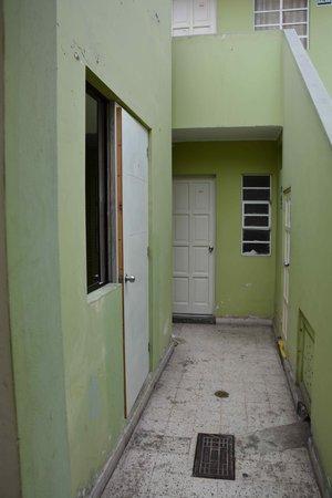 """براديرا فيردي هوستلز: A sinistra, l'ingresso della nostra """"stanza"""""""