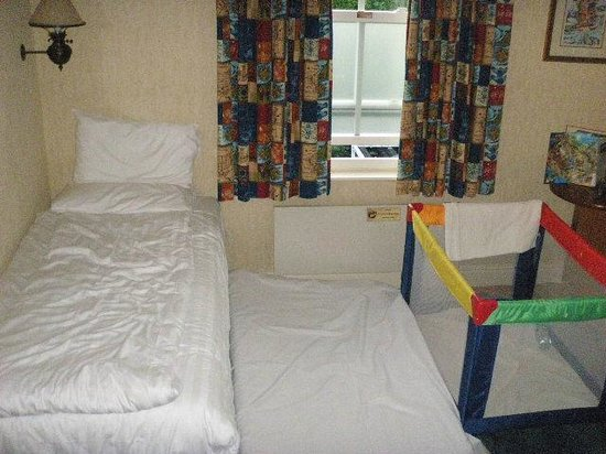 Alton Towers Hotel: Family room for 5?