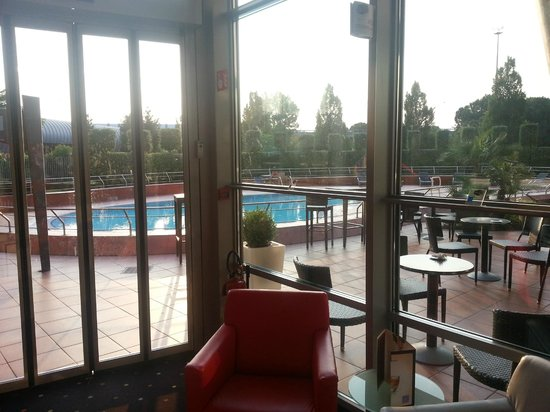 Novotel Venezia Mestre: The pool area