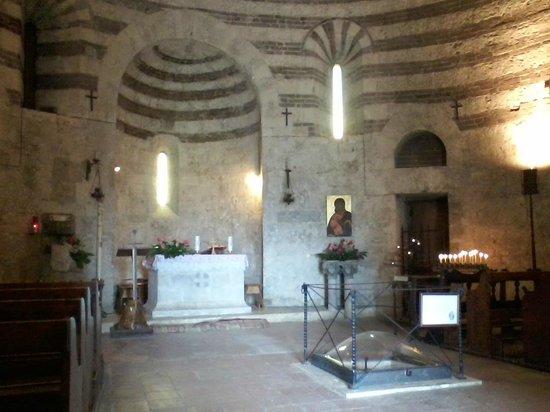 Cappella di San Galgano a Montesiepi