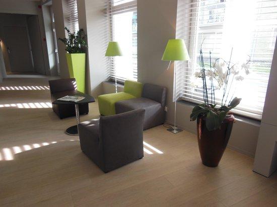 Square Hotel: small sitting area