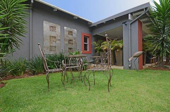 Saffron Guest House: Garden
