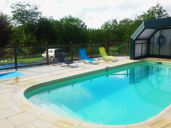 Ibis Styles Perigueux Trelissac : piscina