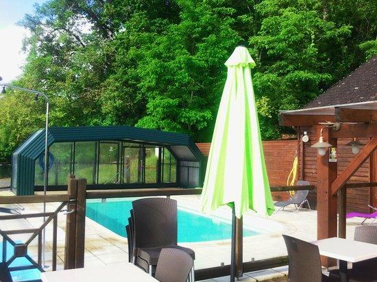 Ibis Styles Perigueux Trelissac: piscina descubierta en dias de sol