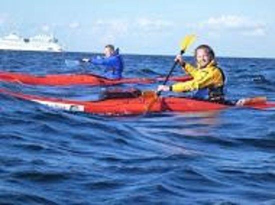 Kajakhotellet: Enjoying the waves
