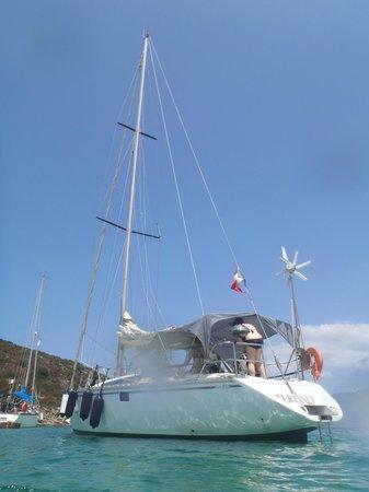 Shaka Sailing : Skaka sailing boat