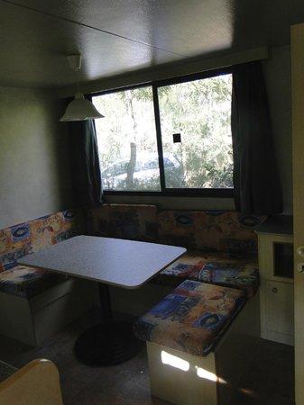 Camping Baia del Marinaio: Wohnbereich/Küche