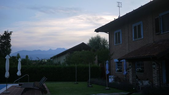 B&B La Taupiniere : View to the mountains