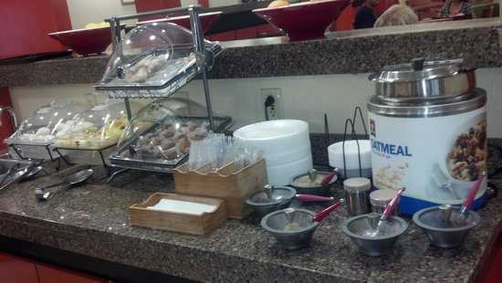 Fairfield Inn Concord: wonderful breakfast