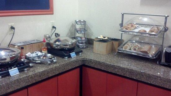 Fairfield Inn Concord: wonderful breakfast